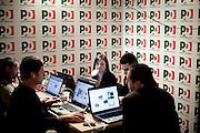 ROMA. GIORNALISTI DAVANTI AI LORO COMPUTER ALL'INTERNO DELLA SALA STAMPA ALLESTITA NELLA SEDE DEL PARITTO DEMOCRATICO