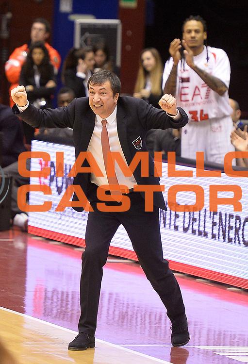 DESCRIZIONE : Milano campionato serie A 2013/14 EA7 Olimpia Milano Vanoli Cremona <br /> GIOCATORE : Luca Banchi<br /> CATEGORIA : allenatore coach esultanza<br /> SQUADRA : EA7 Olimpia Milano<br /> EVENTO : Campionato serie A 2013/14<br /> GARA : EA7 Olimpia Milano Vanoli Cremona<br /> DATA : 26/12/2013<br /> SPORT : Pallacanestro <br /> AUTORE : Agenzia Ciamillo-Castoria/R. Morgano<br /> Galleria : Lega Basket A 2013-2014  <br /> Fotonotizia : Milano campionato serie A 2013/14 EA7 Olimpia Milano Vanoli Cremona<br /> Predefinita :