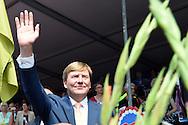 NIJMEGEN - King Willem-Alexander on the final day of the Four Days Marches Nijmegen. The walking event takes place this year for the hundredth time. COPYRIGHT ROBIN UTRECHT<br /> NIJMEGEN - prinsJaime de Bourbon de Parme  Koning Willem-Alexander op de slotdag van de Vierdaagse Nijmegen. Het wandelevenement wordt dit jaar voor de honderdste keer georganiseerd.  COPYRIGHT ROBIN UTRECHT