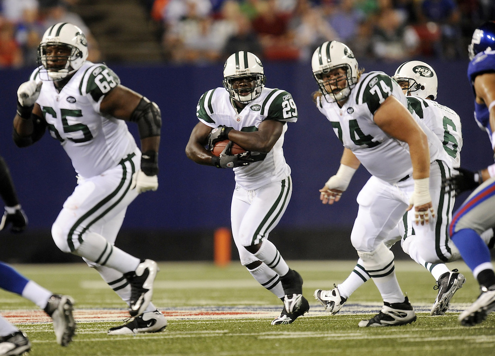 EAST RUTHERFORD, NJ - AUGUST 29: Leon Washington #29 of the New York Jets rushes against the New York Giants in a preseason game at Giants Stadium on August 29, 2009 in East Rutherford, New Jersey. The New York Jets beat the New York Giants 27-25. (Photo by Rob Tringali) *** Local Caption *** Leon Washington