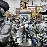 Nederland, Amsterdam , 1 december 2012..Na de herinrichting van het plein keert de bronzen beeldengroep zaterdag terug naar de voet van de Hollandse meester..De Russische beeldhouwer Mikhail Dronov en zijn Russisch-Nederlandse collega Alexander Taratynov maakten in 2005 de levensgrote bronzen beelden van de figuren uit het beroemde schilderij De Nachtwacht. In het kader van het Rembrandtjaar kwamen de beelden in 2006 naar het Rembrandtplein, waar ze 3 jaar bleven staan..The life-size bronze statues of characters by Mikhail Dronov and Alexander Taratynov, from the famous painting The Night Watch are back on the Rembrandtplein in Amsterdam.
