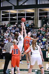 07 January 2017:  Molly McGraw and Devin Kyler during an Wheaton Thunder and the Illinois Wesleyan Titans in Shirk Center, Bloomington IL