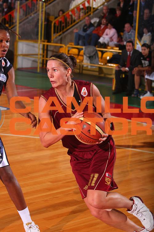DESCRIZIONE : Schio Lega A1 Femminile 2007-08 Coppa Italia Finale Levoni Taranto Umana Venezia <br /> GIOCATORE : Nadalin <br /> SQUADRA : Umana Venezia <br /> EVENTO : Campionato Lega A1 Femminile 2007-2008 <br /> GARA : Levoni Taranto Umana Venezia <br /> DATA : 16/03/2008 <br /> CATEGORIA : Palleggio <br /> SPORT : Pallacanestro <br /> AUTORE : Agenzia Ciamillo-Castoria/S.Silvestri