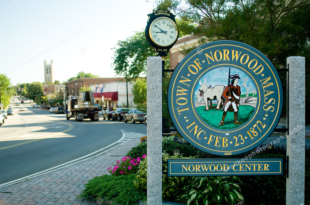 Norwood town welcome sign to norwood center