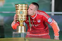 Fotball<br /> Tyskland<br /> 01.06.2013<br /> Foto: Witters/Digitalsport<br /> NORWAY ONLY<br /> <br /> Franck Ribery (Pokalsieger Bayern) mit dem Pokal<br /> <br /> Fussball, DFB-Pokal-Finale 2013, FC Bayern München - VfB Stuttgart