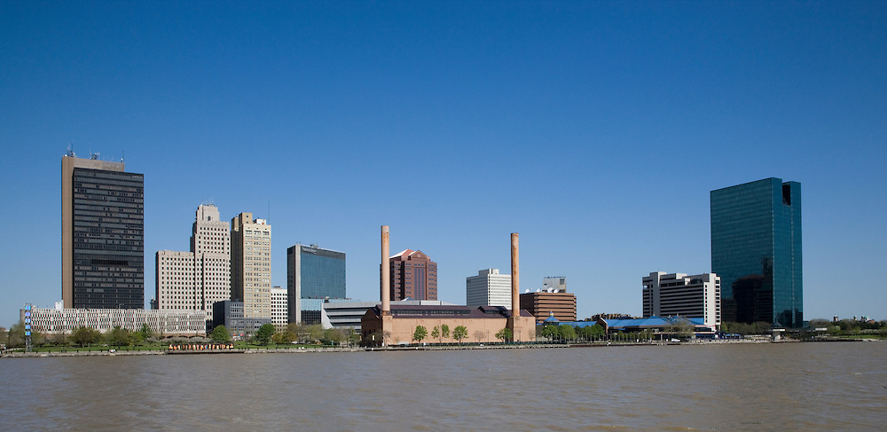 Toledo Ohio skyline featuring the OI Building