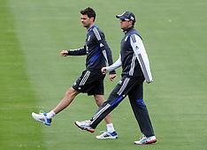 Dunedin-Cricket, England training, March 04