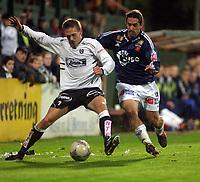 Fotball, 22. september 2003, Tippeligaen,  Sogndal-Viking 2-2,  Peter Kopteff, Viking, og Kurt Heggestad, Sogndal