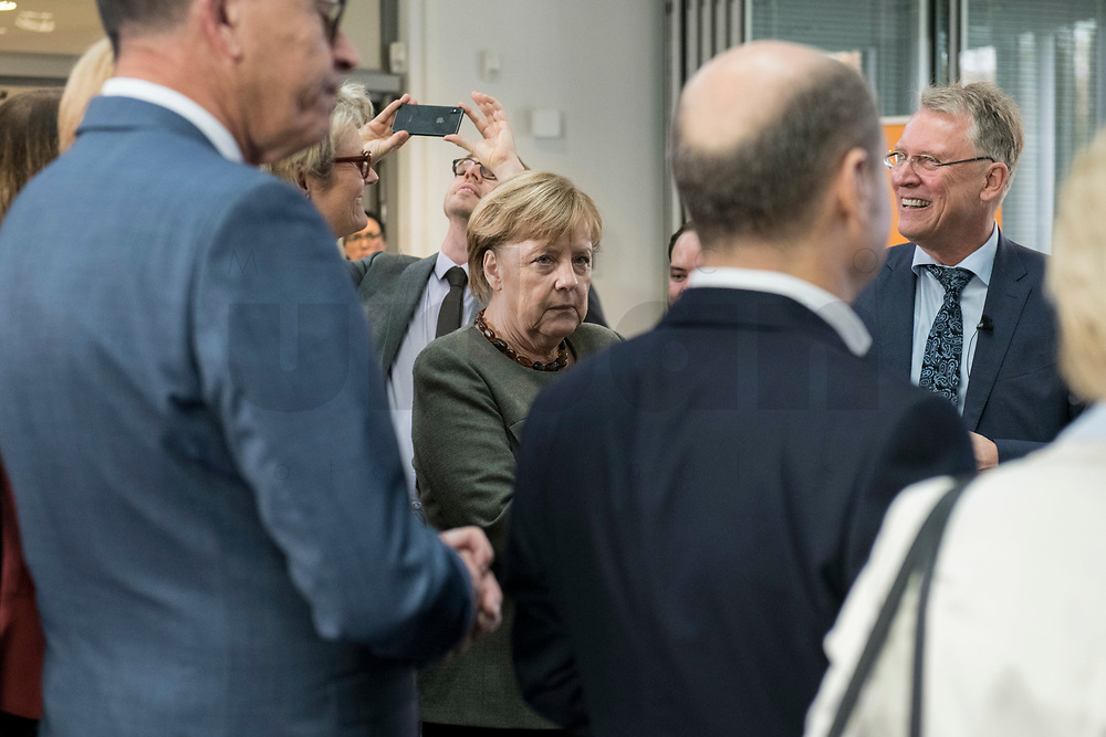 14 NOV 2018, POTSDAM/GERMANY:<br /> Angela Merkel (M), CDU, Bundeskanzlerin, und Prof. Christoph Meinel (R), Leiter des HPI, waehrend einer Praesentation des HPI im Rahmen der Klausurtagung des Bundeskabinetts, Hasso Plattner Institut (HPI), Potsdam-Babelsberg<br /> IMAGE: 20181114-01-038<br /> KEYWORDS; Kabinett, Klausur, Tagung
