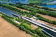 Nederland, Limburg, Gemeente Maasgouw, 27-05-2013; ingang Lateraalkanaal LInne-Buggenum, met sluis Heel. Sluiskolk wordt verbouwd.  De kleinere sluis (re) is Linne, deze geeft toegang tot de Maasplassen.<br /> Entrance Meuse Lateral Canal Linne-Buggenum. Lock chamber is widened. Acces to Meuse and Meuse-lakes near Roermond.<br /> luchtfoto (toeslag op standaardtarieven);<br /> aerial photo (additional fee required);<br /> copyright foto/photo Siebe Swart.<br /> copyright foto/photo Siebe Swart.