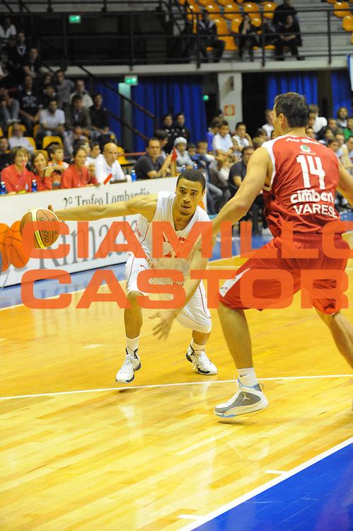 DESCRIZIONE : Desio Lega A 2010-11 Amichevole Trofeo Lombardia Armani Jeans Milano Cimberio Varese<br /> GIOCATORE : Ibrahim Jaaber<br /> SQUADRA : Armani Jeans Milano <br /> EVENTO : Campionato Lega A 2010-2011<br /> GARA : Amichevole Trofeo Lombardia Armani Jeans Milano Cimberio Varese<br /> DATA : 25/09/2010<br /> CATEGORIA : Palleggio<br /> SPORT : Pallacanestro<br /> AUTORE : Agenzia Ciamillo-Castoria/GiulioCiamillo<br /> Galleria : Lega Basket A 2010-2011<br /> Fotonotizia : Desio Lega A 2010-11 Amichevole Trofeo Lombardia Armani Jeans Milano Cimberio Varese<br /> Predefinita :