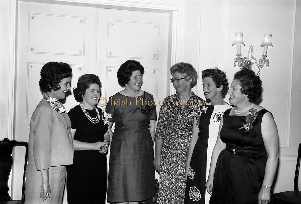 30/6/1964<br /> 6/30/1964<br /> 30 June 1964<br /> <br /> Mrs. B.H. Skinner, Mrs D. O'Neil, Mrs S. Edgar, Mrs Paul O'Dea, Mrs. Michael Delaney and Mrs. J.H. Leech at the Pepsi reception