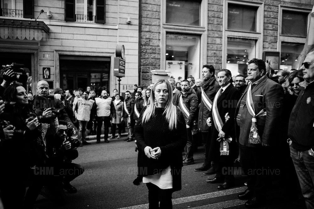 """Giorgia Meloni, leader del partito Fratelli d'Italia durante la manifestazione """"Italia Sovrana"""". Roma 28 Gennaio 2017. Christian Mantuano / OneShot<br /> <br /> Leader of right wing party Fratelli d'Italia Giorgia Meloni (c)  during the demonstration 'Italia sovrana', (Italy Sovereign) Italy, Rome 28 January 2017 . Christian Mantuano / OneShot"""