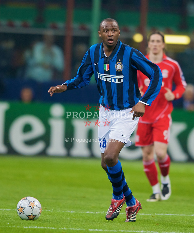MILAN, ITALY - Tuesday, March 10, 2008: FC Internazionale Milano's Patrick Vieira in action against Liverpool during the UEFA Champions League First knockout Round 2nd Leg match at the San Siro. (Pic by David Rawcliffe/Propaganda)