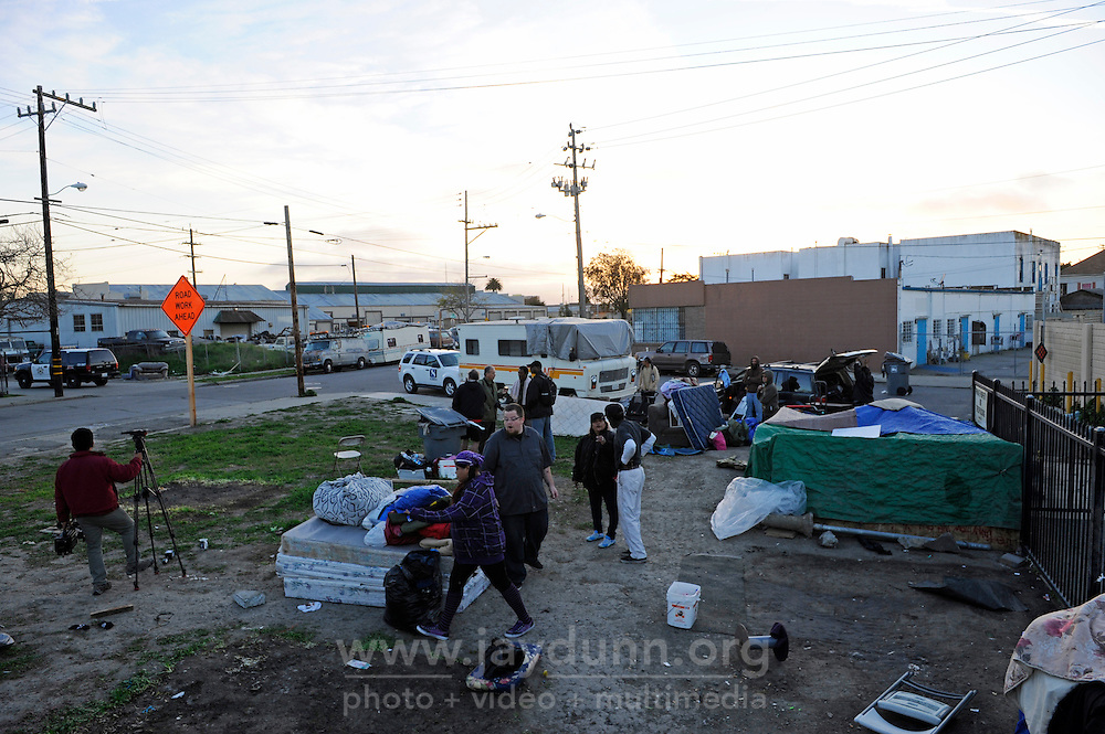 Monday afternoon around 5:00 PM, police displaced homeless residents of the Soledad Street area in Salinas who were camped on a open lot near East Lake and Bridge Alley. Approximately 20 people were affected by the notice made by a property owner.