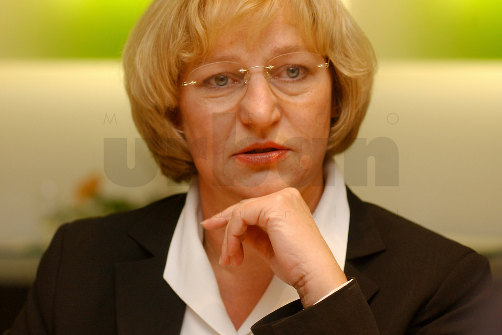 01 NOV 2002, BERLIN/GERMANY:<br /> Tissy Bruns, Chefkorrespondentin Die Welt und Vorsitzende der Bundespressekonferenz, Workshop Strategien und Praxis in Wahlkampagnen, Sony Center<br /> IMAGE: 20021101-01-163