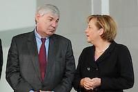 """16 OCT 2006, BERLIN/GERMANY:<br /> Michael Sommer (L), Vorsitzender Deutscher Gewerkschaftsbund, DGB, und Angela Merkel (R), CDU, Bundeskanzlerin, im Gespraech, waehrend einer Pressekonferenz nach dem Spitzengespraech """"Familie und Wirtschaft"""" der Bundeskanzlerin mit der Impulsgruppe der """"Allianz für die Familie"""", Bundeskanzleramt<br /> IMAGE: 20061016-01-021<br /> KEYWORDS: Spitzengespräch, Gespräch"""