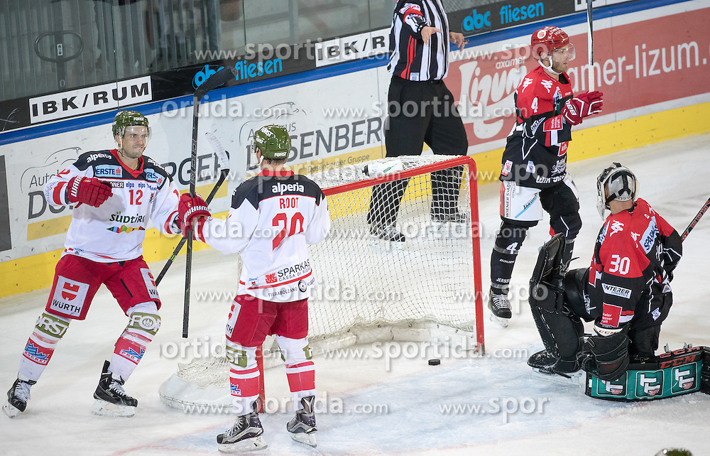 16.09.2016, Tiroler Wasserkraft Arena, Innsbruck, AUT, EBEL, HC TWK Innsbruck Die Haie vs HCB Suedtirol Alperia, 1. Runde, im Bild 8:7 durch Jesse Root (Bozen), v.l. Andrew Michael Yogan (Bozen), Jesse Root (Bozen), Daniel Mitterdorfer (HCI), Andy Chiodo (HCI) // 8:7 of Jesse Root (Bozen) v.l. Andrew Michael Yogan (Bozen) Jesse Root (Bozen) Daniel Mitterdorfer (HCI) Andy Chiodo (HCI) during the Erste Bank Icehockey League 1st Round match between HC TWK Innsbruck Die Haie and HCB Suedtirol Alperia at the Tiroler Wasserkraft Arena in Innsbruck, Austria on 2016/09/16. EXPA Pictures © 2016, PhotoCredit: EXPA/ Johann Groder