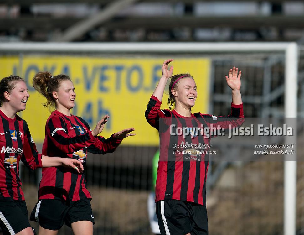 2-0, maalintekijä Heidi Kivelä. PK-35 - Pallokissat, Naisten Liiga, Vantaa 27.4.2013. Photo: Jussi Eskola