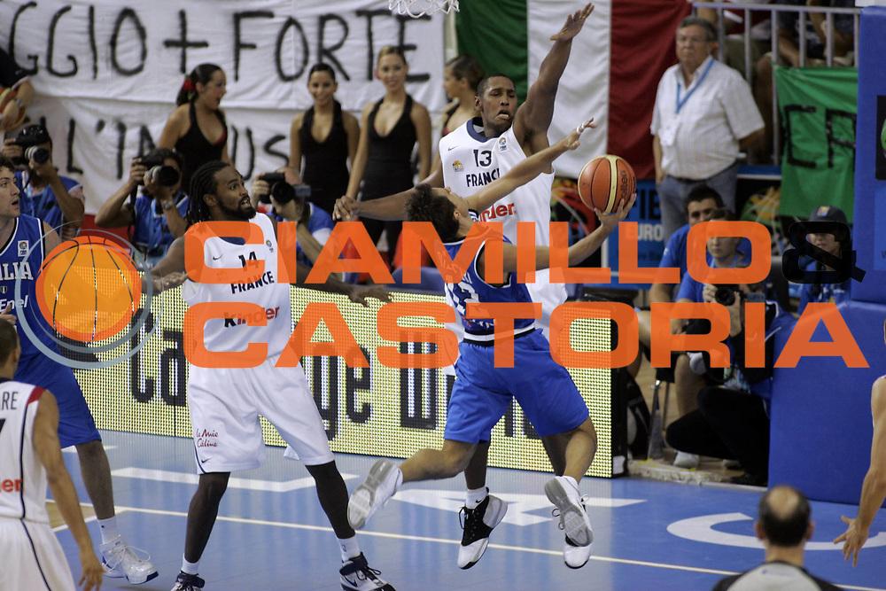DESCRIZIONE : Alicante Spagna Spain Eurobasket Men 2007 Francia Italia France Italy <br /> GIOCATORE : Massimo Bulleri <br /> SQUADRA : Nazionale Italia Uomini <br /> EVENTO : Eurobasket Men 2007 Campionati Europei Uomini 2007 <br /> GARA : Francia Italia France Italy <br /> DATA : 04/09/2007 <br /> CATEGORIA : Tiro <br /> SPORT : Pallacanestro <br /> AUTORE : Ciamillo&amp;Castoria/Fiba Europe Pool <br /> Galleria : Eurobasket Men 2007 <br /> Fotonotizia : Alicante Spagna Spain Eurobasket Men 2007 Francia Italia France Italy <br /> Predefinita :