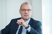 18 AMY 2017, BERLIN/GERMANY:<br /> Dr. Werner Goetz, Vorsitzender der Gesch&auml;ftsfuehrung der TransnetBW GmbH, Veranstaltung des Wirtschaftsforums der SPD &quot;Netzausbaualternativen&quot;, EnBW Hauptstadtrepr&auml;sentanz<br /> IMAGE: 20170518-01-104<br /> KEYWORDS: Werner G&ouml;tz