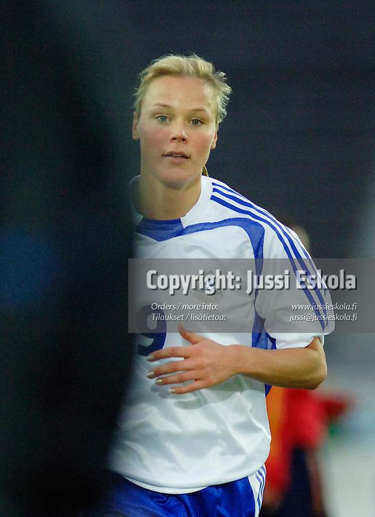 Laura Kalmari, naisten maajoukkue, Suomi-Espanja. 30.10.2005.&amp;#xA;Photo: Jussi Eskola<br />