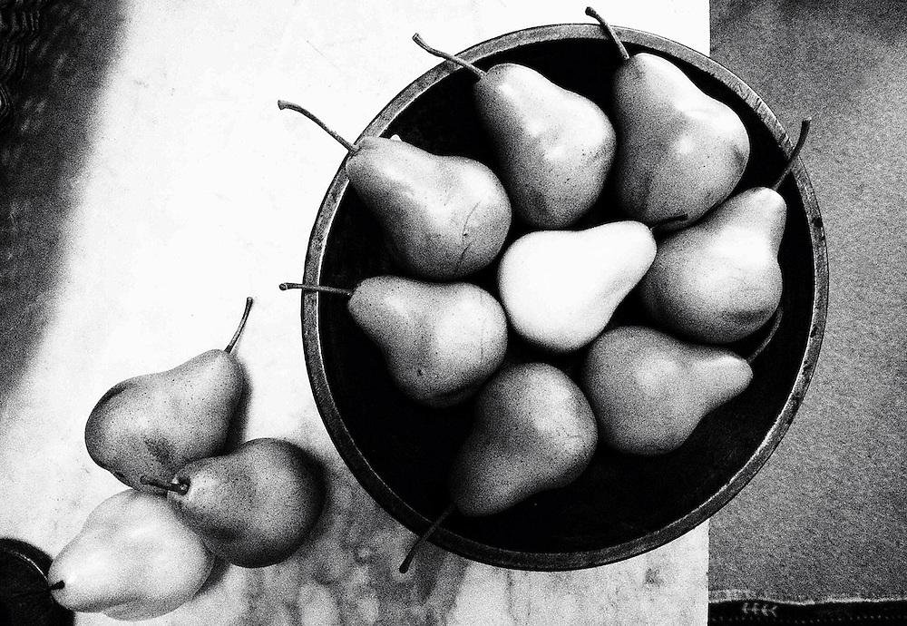 Americana.<br /> <br /> Pear bowl, Lebanon, Ohio.