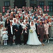 Huwelijk Rob Witschge en Barbara van den Boogaard in kasteel Haarzuilen, groepsfoto