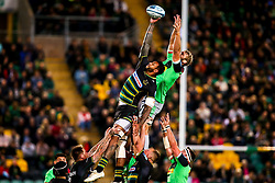 Courtney Lawes of Northampton Saints beats Chris Robshaw of Harlequins to the ball at a line out - Mandatory by-line: Robbie Stephenson/JMP - 07/09/2018 - RUGBY - Franklin's Gardens - Northampton, England - Northampton Saints v Harlequins - Gallagher Premiership