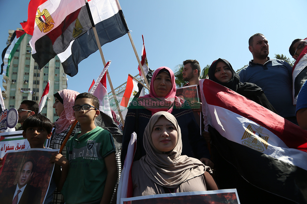 October 3, 2017 - Gaza, gaza strip, Palestine - Residents hold pictures of Egyptian President Abdel-Fattah el-Sissi during the meeting of Palestinian Prime Minister Rami Hamdallah and Egyptian general intelligence chief Khaled Fawzy, at the Palestinian President Mahmoud Abbas' former official resident in Gaza City, Tuesday, Oct. 3, 2017. Hamdallah has held the first government meeting in Gaza as part of a major reconciliation effort to end the 10-year rift between Fatah and the militant Hamas group. (Credit Image: © Majdi Fathi/NurPhoto via ZUMA Press)
