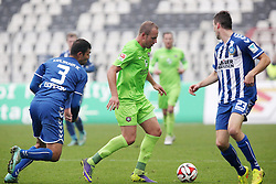 23.11.2014, Wildparkstadion, Karlsruhe, GER, 2. FBL, Karlsruher SC vs FC Erzgebirge Aue, 14. Runde, im Bild Frank Loening (FC Erzgebirge Aue) im Zweikampf mit Daniel Gordon (Karlsruher SC) und Jonas Meffert (Karlsruher SC) // during the 2nd German Bundesliga 14th round match between Karlsruher SC and FC Erzgebirge Aue at the Wildparkstadion in Karlsruhe, Germany on 2014/11/23. EXPA Pictures © 2014, PhotoCredit: EXPA/ Eibner-Pressefoto/ Bermel<br /> <br /> *****ATTENTION - OUT of GER*****