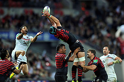 Saracens second row Steve Borthwick claims the ball in the air - Photo mandatory by-line: Patrick Khachfe/JMP - Tel: 07966 386802 - 18/10/2013 - SPORT - RUGBY UNION - Wembley Stadium, London - Saracens v Toulouse - Heineken Cup Round 2.