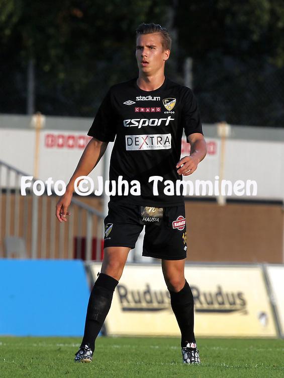 3.8.2014, Tapiolan Urheilupuisto, Espoo.<br /> Veikkausliiga 2014.<br /> FC Honka - IFK Mariehamn.<br /> Ville Elias Tuomela - Honka