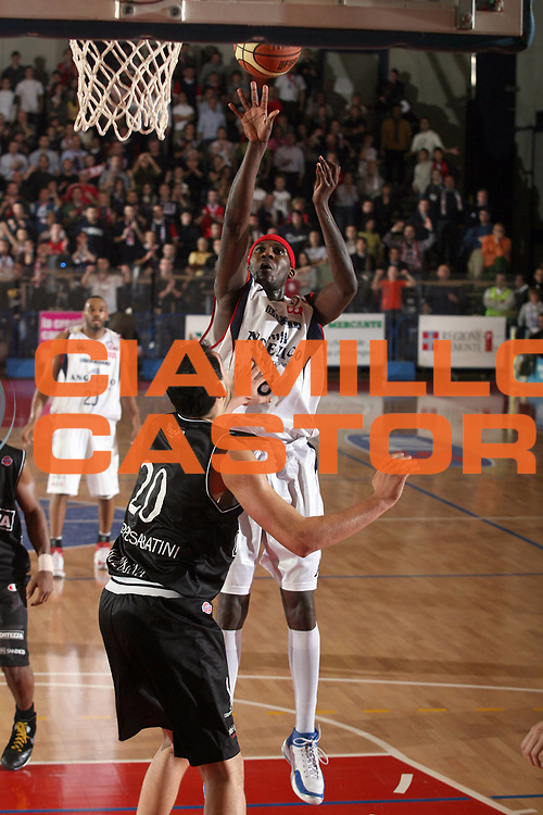 DESCRIZIONE : Biella Lega A1 2007-08 Angelico Biella La Fortezza Virtus Bologna<br /> GIOCATORE : Kevinn Pinkney<br /> SQUADRA : Angelico Biella<br /> EVENTO : Campionato Lega A1 2007-2008<br /> GARA : Angelico Biella La Fortezza Virtus Bologna<br /> DATA : 13/01/2008<br /> CATEGORIA : Tiro<br /> SPORT : Pallacanestro<br /> AUTORE : Agenzia Ciamillo-Castoria/S.Ceretti<br /> Galleria : Lega Basket A1 2007-2008<br /> Fotonotizia : Biella Campionato Italiano Lega A1 2007-2008 Angelico Biella La Fortezza Virtus Bologna<br /> Predefinita :