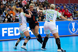 30-11-2019 JAP: Netherlands - Slovenia, Kumamoto<br /> First day 24th IHF Womenís Handball World Championship, Netherlands lost the first match against Slovenia with 26 - 32. / Polona Baric #13 of Slovenia, Jessy Kramer #5 of Netherlands, Aneja Beganovic #41 of Slovenia