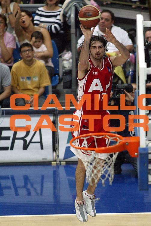 DESCRIZIONE : BOLOGNA CAMPIONATO LEGA A1 2004-2005 PLAY-OFF FINALE GARA3<br />GIOCATORE : CALABRIA<br />SQUADRA : ARMANI JEANS MILANO<br />EVENTO : CAMPIONATO LEGA A1 2004-2005 PLAY-OFF FINALE GARA1<br />GARA : CLIMAMIO FORTITUDO BOLOGNA-ARMANI JEANS MILANO<br />DATA : 14/06/2005<br />CATEGORIA : Tiro<br />SPORT : Pallacanestro<br />AUTORE : AGENZIA CIAMILLO &amp; CASTORIA/S.Ceretti