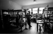 Roma Giugno 2000.Carcere di Rebibbia N.C..La sezione G6 transito, dove vengono allogiati i detenuti in attesa dell'assegnazione definitiva della cella...Rome June 2000.Prison Rebibbia N.C..Section G6 transit, where detainees are accommodated pending the final allocation of the cell.