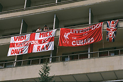 VLADIKAVKAZ, RUSSIA - Monday, September 11, 1995: Liverpool supporters hand their banners over the balconies of the Hotel Vladikavkaz, the base for the Liverpool team and supporters before the UEFA Cup 1st Round 1st Leg match against FC Alania Spartak Vladikavkaz. (Photo by David Rawcliffe/Propaganda)