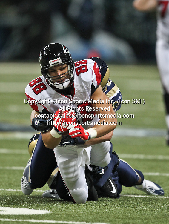 November 21, 2010:  Atlanta Falcons tight end Tony Gonzalez (88) runs with the football in game action.  The Atlanta Falcons defeated the St. Louis Rams by the score of 34-17 at the Edward Jones Dome in St Louis, MO.