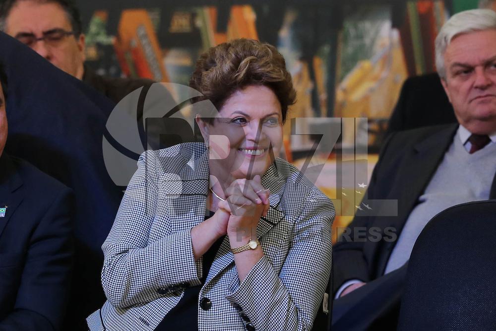 SAO BERNARDO DO CAMPO, SP, 19.08.2013 - DILMA ROUSSEFF - Dilma Rousseff presidente da Republica durante cerimônia de anúncio de investimentos do PAC para cidades do ABC e entrega de 100 máquinas retroescavadeiras a municípios de São Paulo na Paço Municipal no centro da cidade de Sao Bernardo do Campo nesta segunda-feira, 19. (Foto: Vanessa Carvalho / Brazil Photo Press).