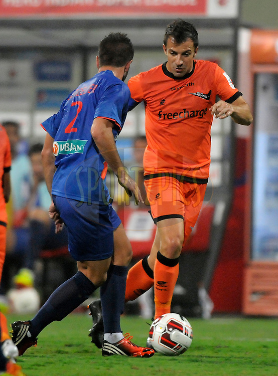 Alessandro Del Piero of Delhi Dynamos FC and Johan Letzelter of Mumbai City FC during match 22 of the Hero Indian Super League between Mumbai City FC and Delhi Dynamos FC City held at the D.Y. Patil Stadium, Navi Mumbai, India on the 5th November.<br /> <br /> Photo by:  Pal Pillai/ ISL/ SPORTZPICS