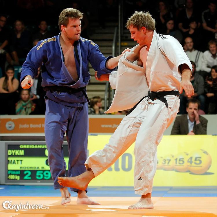 ROTTERDAM - Judo, Lotte NK Judo 2011, Topsportcentrum Rotterdam, 13-11-2011, Albert-Jan Greidanus (blauw) verliest van Berend Roorda (wit)