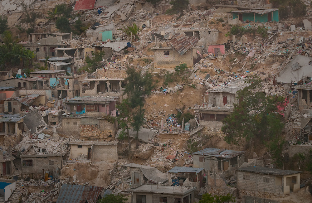 1/15/10 12:28:44 PM -- Port-Au-Prince, Haiti. -- Daily coverage of the aftermath of the 7.0 earthquake in Haiti -- Pictured is a hillside neighborhood after Tuesday's 7.0 magnitude earthquake that rocked the capital city of Port au Prince, Haiti, Sunday Jan. 17, 2010. (Photo by William B. Plowman ©)