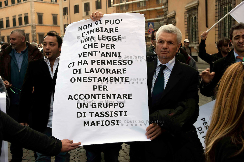 "Roma 16 marzo 2010.Manifestaziona nazionale dei N.C.C (Noleggio con Conducente) contro protestare contro la legge votato dal Governo Berlusconi  che ""colpisce duramente il settore mettendo a rischio almeno 40.000 posti di lavoro..Rome March 16, 2010.National demonstration of NCC (rental with driver), against the law voted by the Berlusconi government, which ""severely affects the industry at risk by putting at least 40,000 jobs."