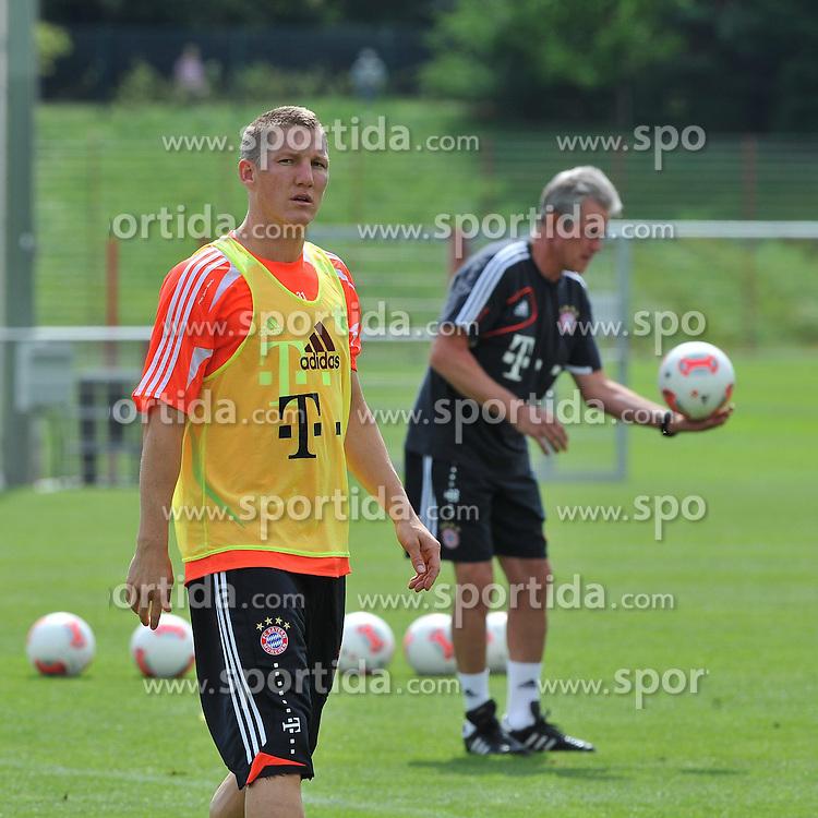 30.07.2012, Saebener Strasse, Muenchen, GER, 1. FBL, FC Bayern Muenchen, Training, im Bild Vorne Bastian SCHWEINSTEIGER (FC Bayern Muenchen), hinten Trainer Jupp HEYNCKES (FC Bayern Muenchen) // during a Trainingssession of the German Bundesliga Club FC Bayern Munich at the Saebener Strasse, Munich, Germany on 2012/07/30. EXPA Pictures © 2012, PhotoCredit: EXPA/ Eibner/ Wolfgang Stuetzle..***** ATTENTION - OUT OF GER *****