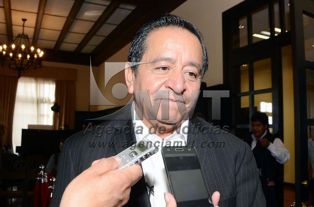 TOLUCA, México.- Arturo Osornio Sanchez, secretario de Desarrollo Social, durante la firma del Acuerdo de Hermanamiento entre el Departamento de La Paz, Bolivia, y el Estado de México. Agencia MVT / José Hernández. (DIGITAL)