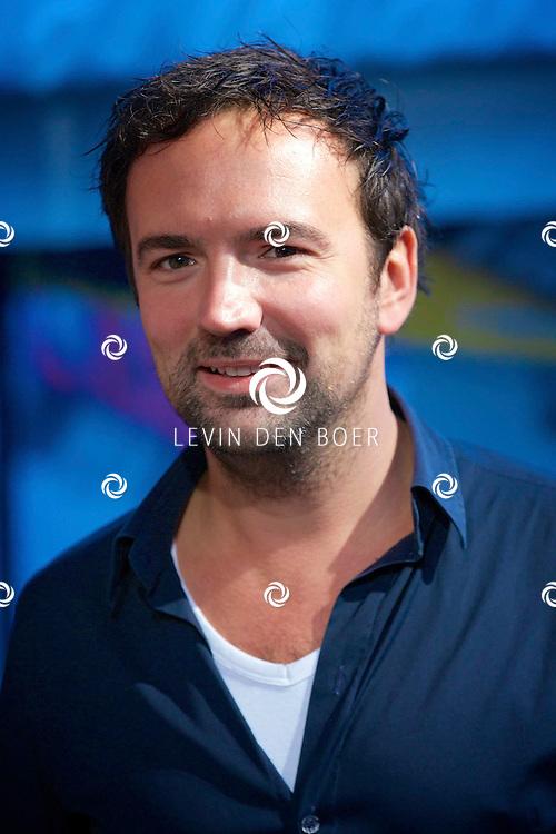 UTRECHT - Op de Neude te Utrecht presenteerde Lego hun filmtruck.  Met op de foto radio DJ Gerard Ekdom. FOTO LEVIN DEN BOER - PERSFOTO.NU