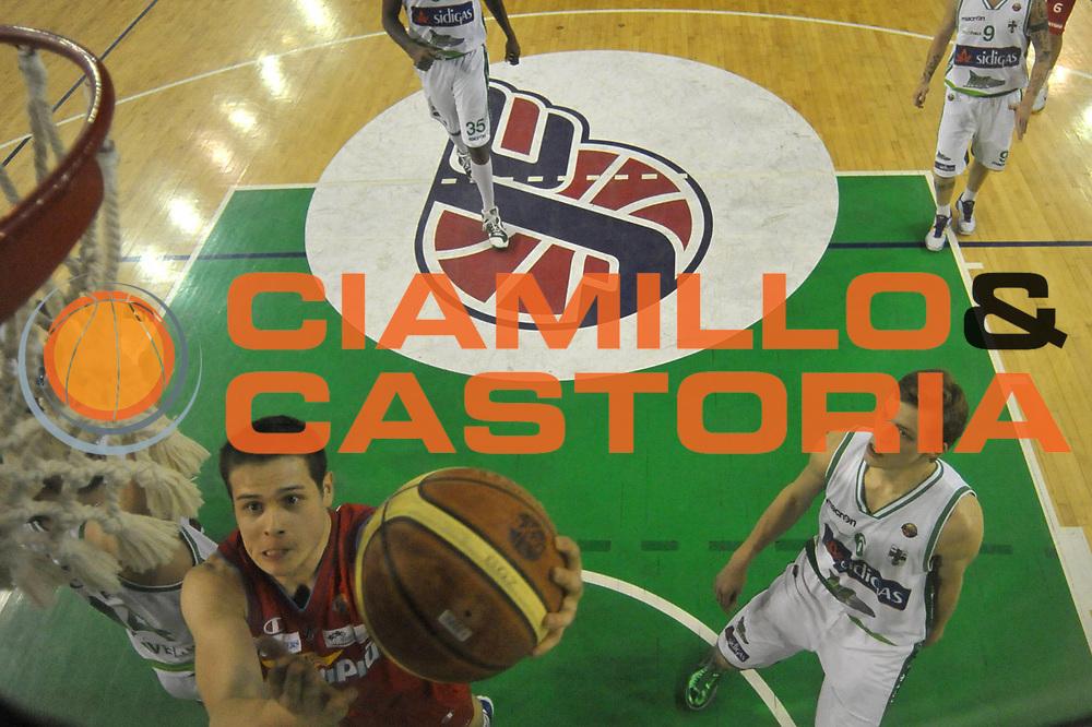 DESCRIZIONE : Casale Monferrato Lega A 2011-12 Novipiu Casale Monferrato Sidigas Avellino <br /> GIOCATORE : Niccolo Martinoni<br /> SQUADRA : Novipiu Casale Monferrato<br /> EVENTO : Campionato Lega A 2011-2012 <br /> GARA : Novipiu Casale Monferrato Sidigas Avellino <br /> DATA : 07/03/2012<br /> CATEGORIA : Penetrazione Tiro Special<br /> SPORT : Pallacanestro <br /> AUTORE : Agenzia Ciamillo-Castoria/ L.Goria<br /> Galleria : Lega Basket A 2011-2012 <br /> Fotonotizia : Biella Lega A 2011-12  Novipiu Casale Monferrato Sidigas Avellino <br /> Predefinita