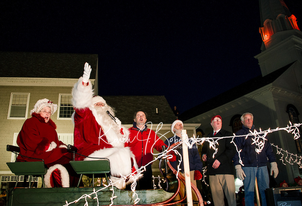 Mrs. Claus and Santa countdown for the tree lighting with Mayor Edward Engler, Councilor Armand Bolduc, John Moriaty and Councilor Bob Hamel following the Holiday Parade in downtown Laconia Sunday evening.  (Karen Bobotas/for the Laconia Daily Sun)