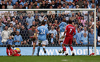 Fotball<br /> Foto: SBI/Digitalsport<br /> NORWAY ONLY<br /> <br /> Manchester City v Charlton Athletic<br /> Barclays Premiership<br /> 28/08/2004<br /> <br /> Manchester City's Trevor Sinclair (second from R) fortuitously scores his side's second goal after an error from Charlton's keeper Dean Kiely (second from L), who kicked the ball straight to him.
